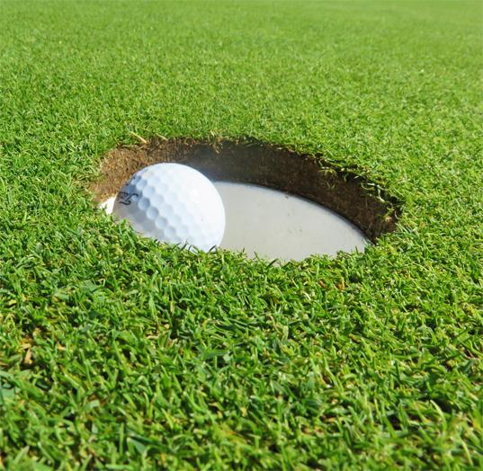 カップの大きさは直径何センチ?【UGMゴルフスクールセントラルフィットネスクラブ市ケ尾店】