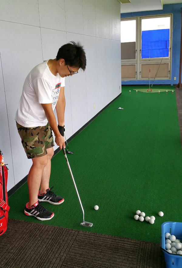 「パットイズマネー!」レッスン終了後の練習風景!【UGMゴルフスクールいなす店】